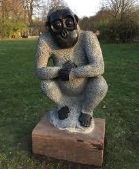 Affenskulptur im Tierpark